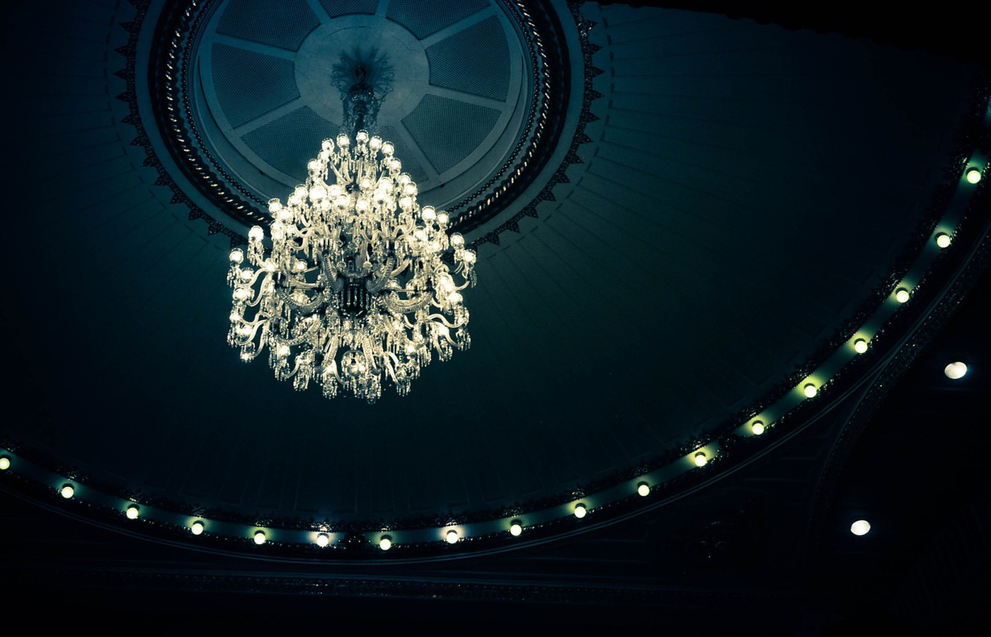 The Most Expensive Chandelier in the World: a Story of Oppulence